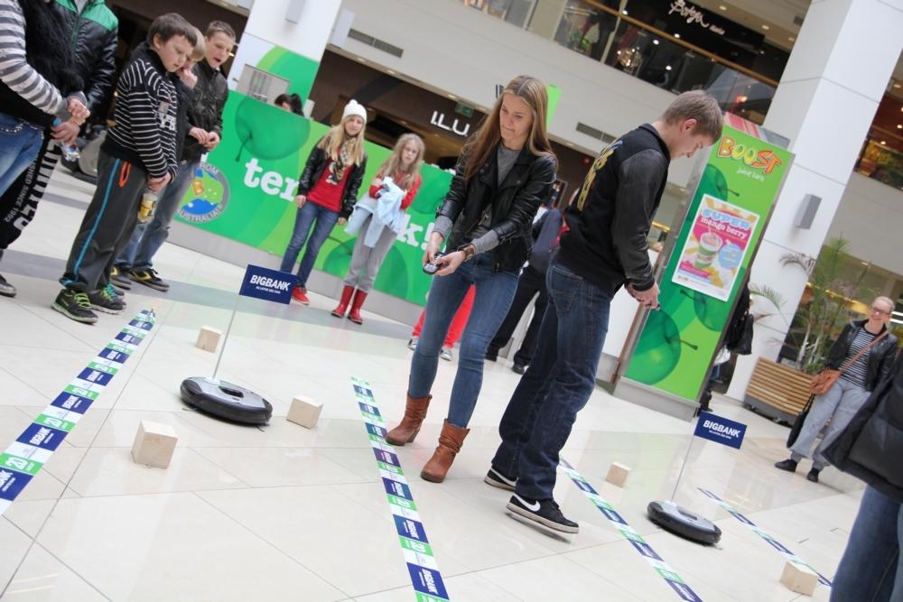 GALERII: Kristiine Keskuses toimus Eesti esimene robottolmuimejate ralli