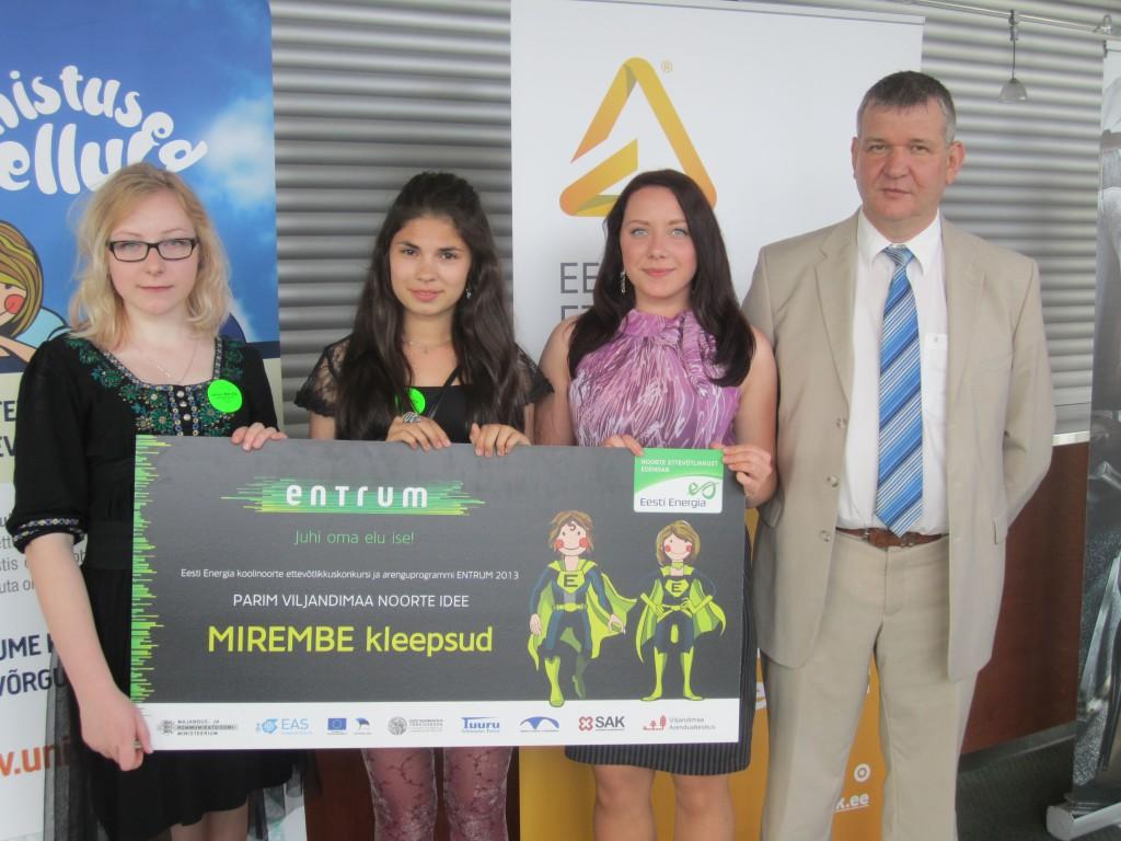 Viljandimaa parima noorte ettevõtlusidee auhind läks Tarvastu koolinoortele