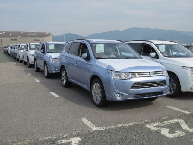 Kiirlaadijast laetav Mitsubishi Outlander pistikhübriid jõuab Eestis müügile detsembris