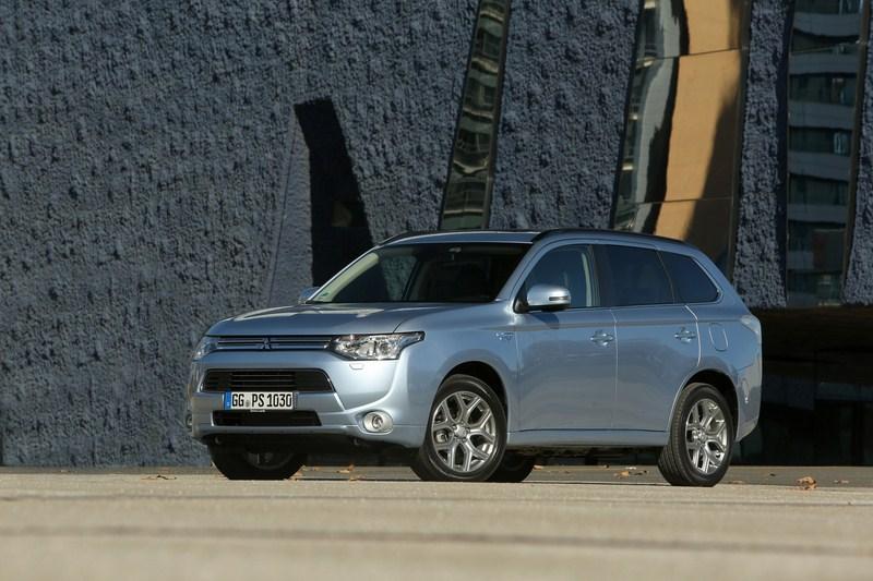 Unikaalne Mitsubishi Outlander pistikhübriid jõudis Eestisse