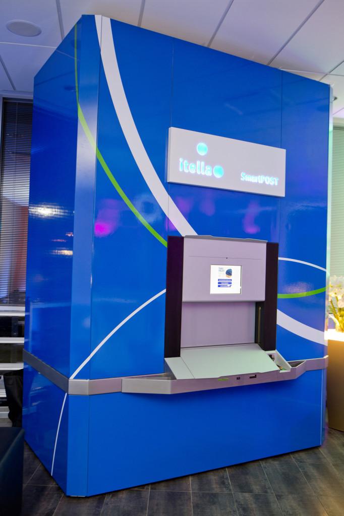 SmartPOST avas Viljandis esimese uue põlvkonna pakiautomaadi