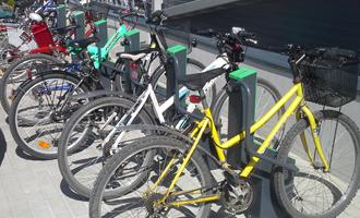 Pärnus avati Eesti suurim turvaline rattaparkla