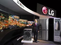 01_LG_Europe_Region_Head_Brain_Na_introducing_2015_new_LG_products_at_LG_InnoFest_Europe_held_in_Lisbon-Large.jpg