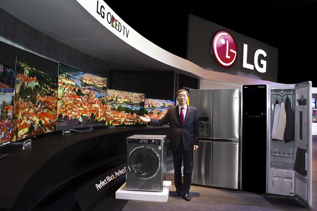 01_LG_Europe_Region_Head_Brain_Na_introducing_2015_new_LG_products_at_LG_InnoFest_Europe_held_in_Lisbon (Large)