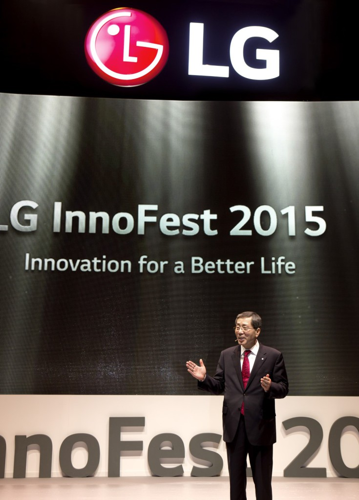 02_LG_Europe_Region_Head_Brain_Na_giving_a_speech_at_LG_InnoFest_Europe_held_in_Lisbo (Large)