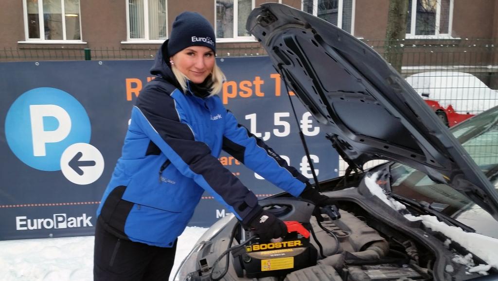 AUTOABI KÜLMADE AJAL! Krõbedate külmade ajal on parkimiskorraldaja ka autoabi
