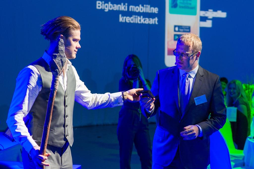 MOBIILNE KREDIITKAART! Eesti esimene mobiilne krediitkaart muudab plastikkaardid ajalooks
