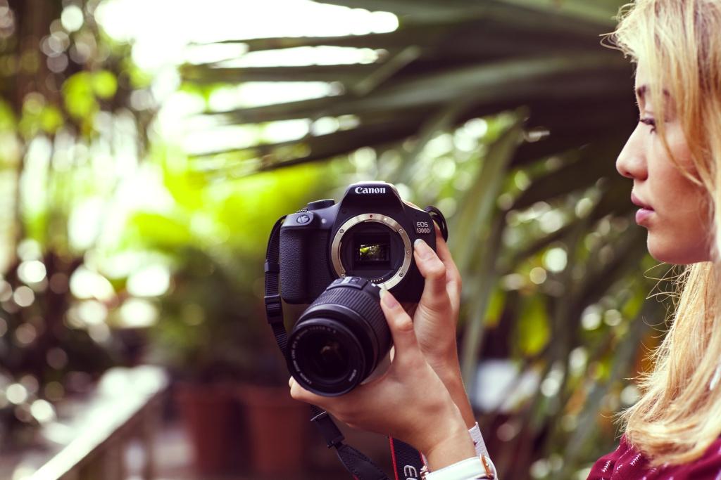 EOS 1300D_Lifestyle_3_Lens_Canon