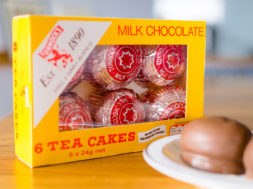 Tunnocks_TeaCake.jpg