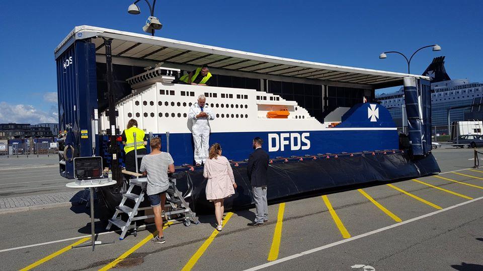 FOTOD! KUIDAS TÄHISTADA FIRMA SÜNNIPÄEVA? Laevaettevõte ehitas juubeli puhul maailma suurima Lego laeva