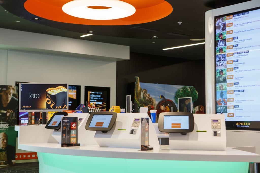 Tartu uues Apollo Kinos asenduvad töötajad robotitega