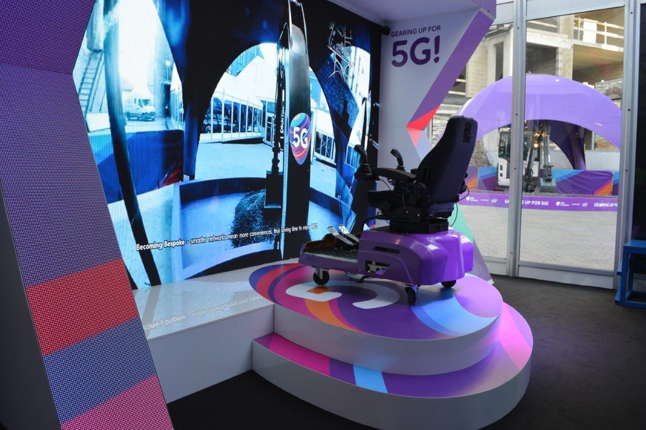 Tänasel digitaalvaldkonna tippkohtumisel saab näha 5G võrgus töötavat ekskavaatorit