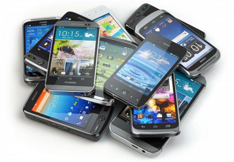 EKSPERT SOOVITAB: kuidas koolilapsele õiget telefoni valida?