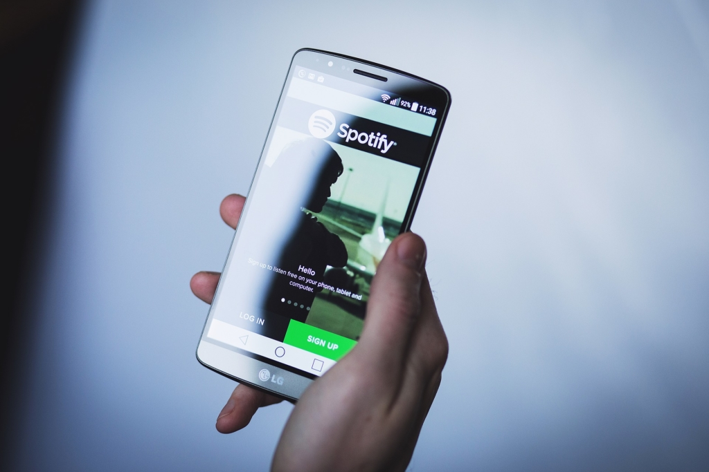 Tele2 hakkab tänasest vahendama Spotify voogedastusteenust