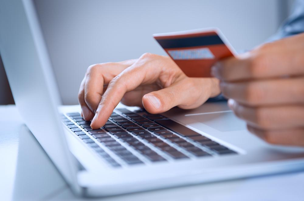 Kaardimaksete arv internetis ja äppides kasvas hoogsalt