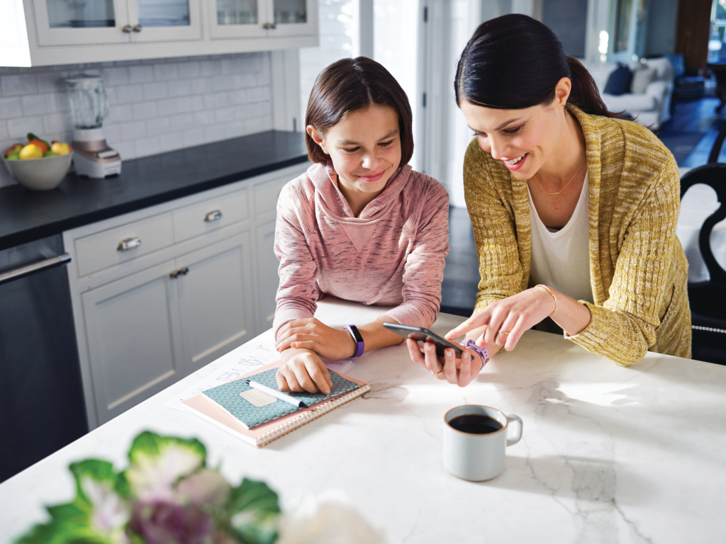 Ace_MotherDaughter_Kitchen_PhoneSetup_0223_CMYK.tif