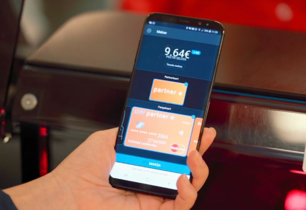 Eestlased teevad ühe rohkem makseid mobiiliga