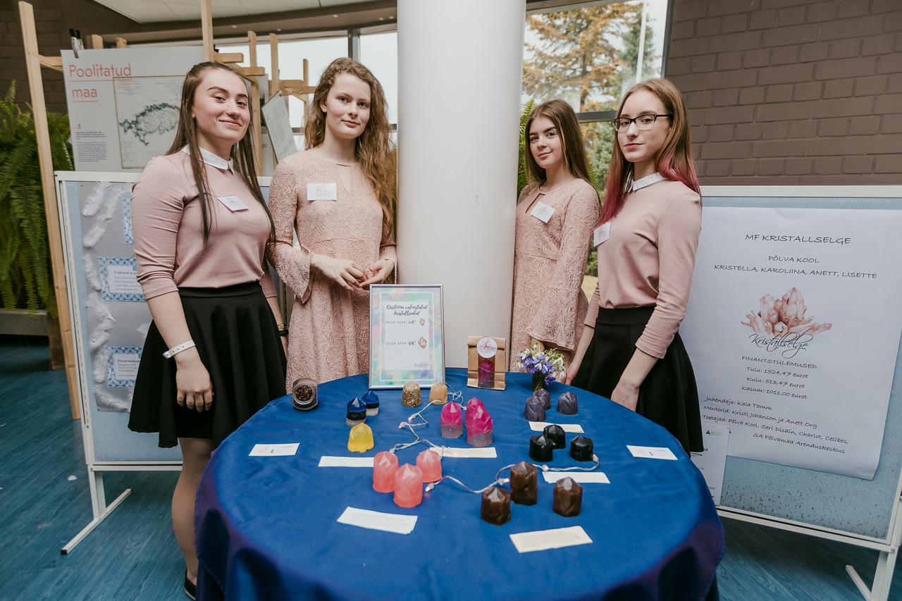 Eesti parimaks minifirmaks 2018 valiti kooliõpilaste ettevõte Kristallselge