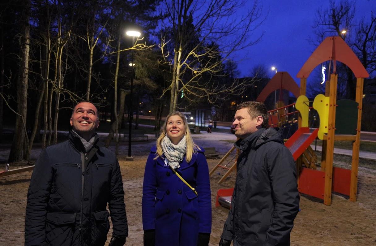 Eeskujuks! Ensto Ensek kinkis oma juubeli puhul kogukonnale pargi ja spordisaali valgustuse