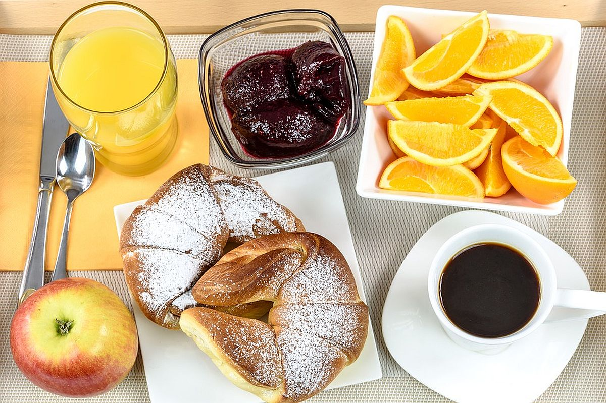 breakfast-hotel-pixabay