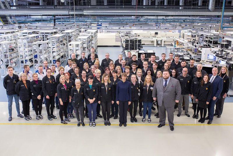 President külastas saarlaste tipptasemel elektroonikatööstust