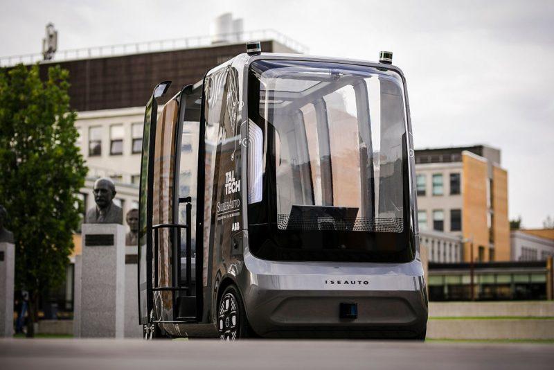 Tehnikaülikool esitles Brüsselis isesõitvat bussi