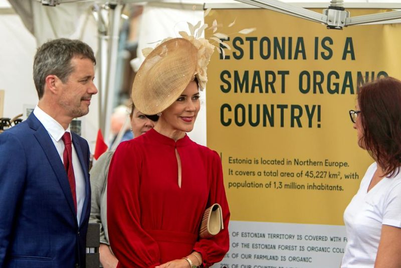 Taani kroonprints tutvus Eesti ettevõtete väljapanekutega