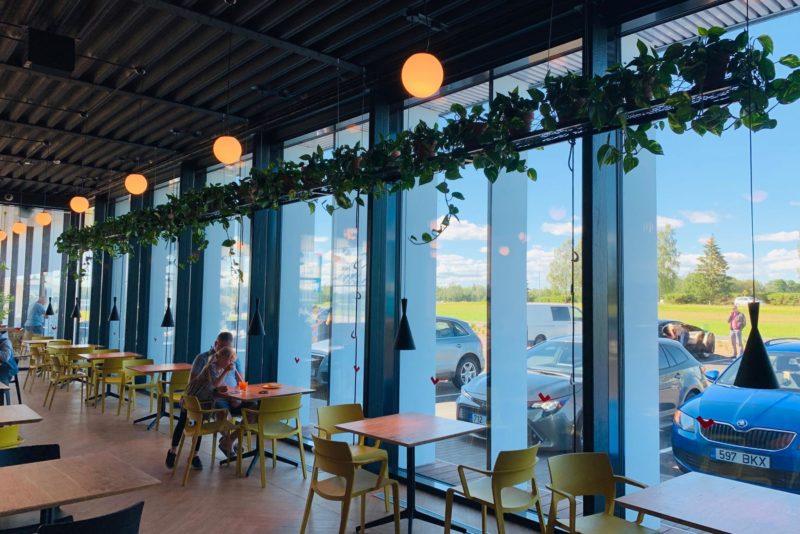TUBLI TIKUPOISS I Vaata, milline näeb välja Tallinn-Tartu maanteel asuv uus kohvik Tikupoiss