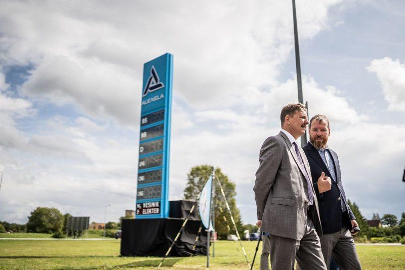 FOTOD! Alexela avas Jüris maailma suurima kütusevalikuga tankla