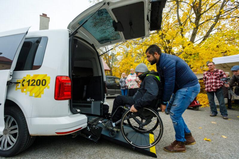 FOTOD! Uued ratastoolitaksod ei vaja enam 2-päevast ettetellimist ja taksot on võimalik tellida ööpäevaringselt