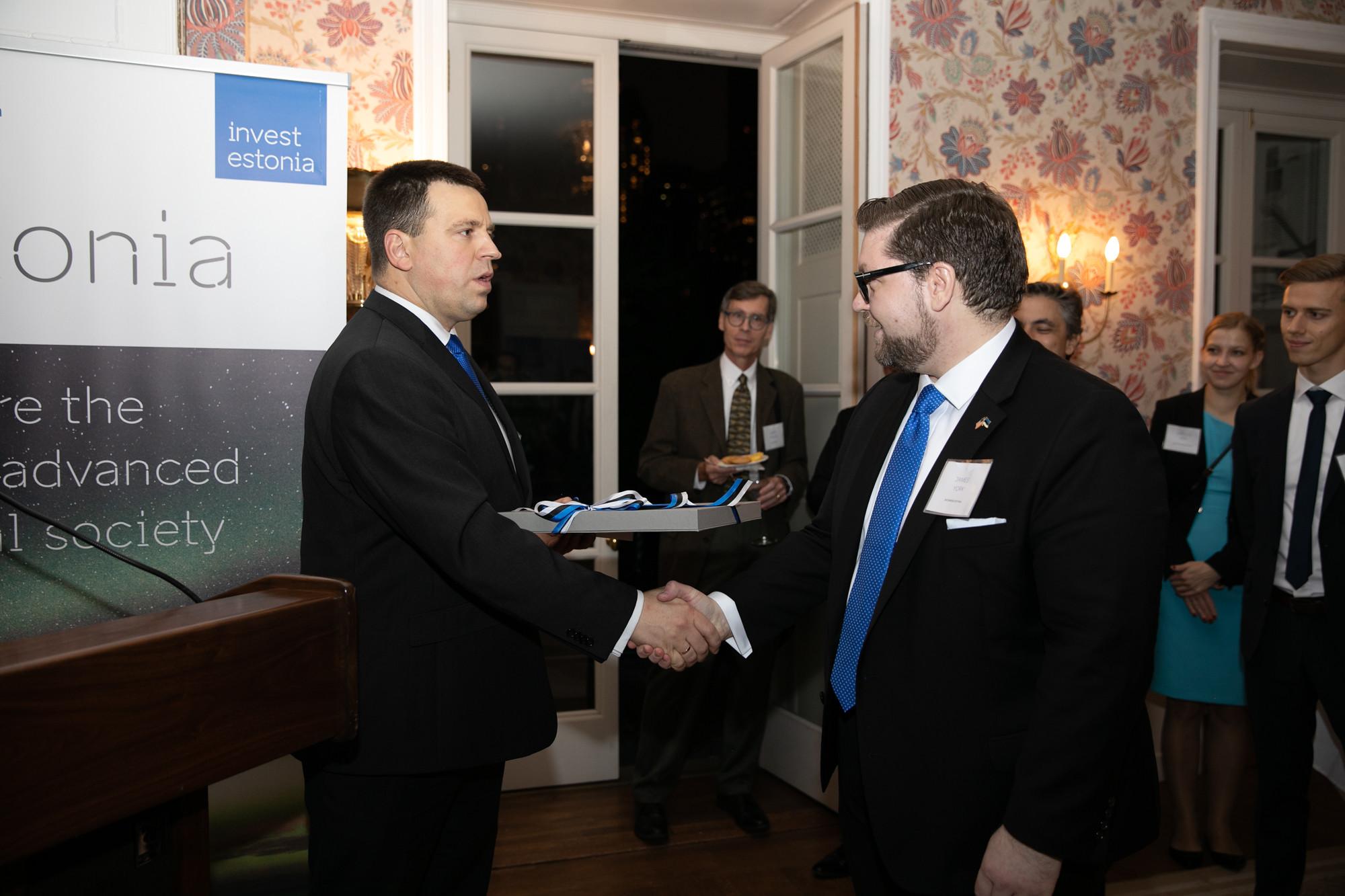 FOTOD! Peaminister avas New Yorgis EASi esinduse