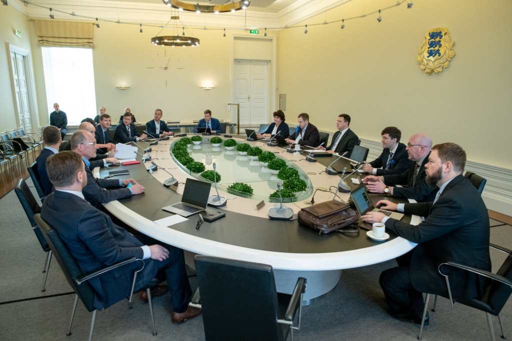 KOOSTÖÖ RIIGI JA PANKADE VAHEL I Riik teeb ettevõtete toetusmeetmete väljatöötamisel pankadega tihedat koostööd