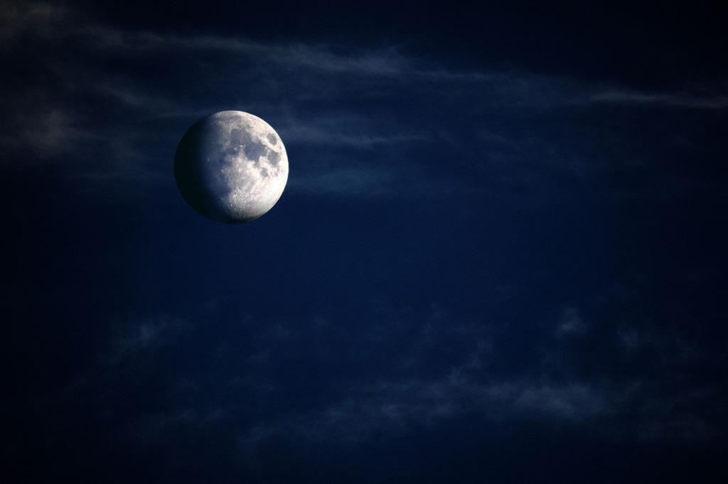 kuu pixabay