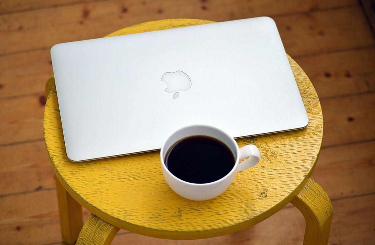 äri-ettevõtlus-arvuti-kohv