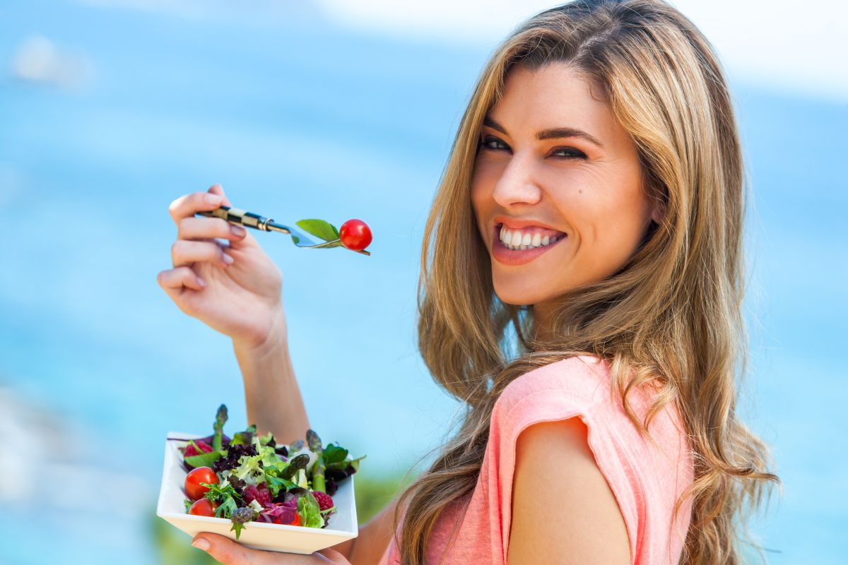 Portrait,Of,Beautiful,Young,Woman,Holding,Green,Salad,Outdoors,At