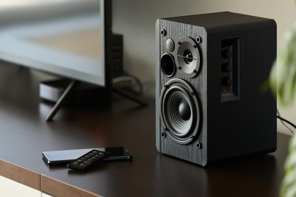 Kuidas taskukohaselt luua kodus mõnus helisüsteem?