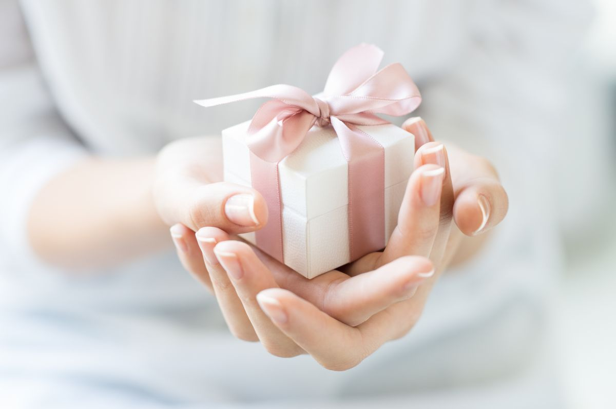 Close,Up,Shot,Of,Female,Hands,Holding,A,Small,Gift