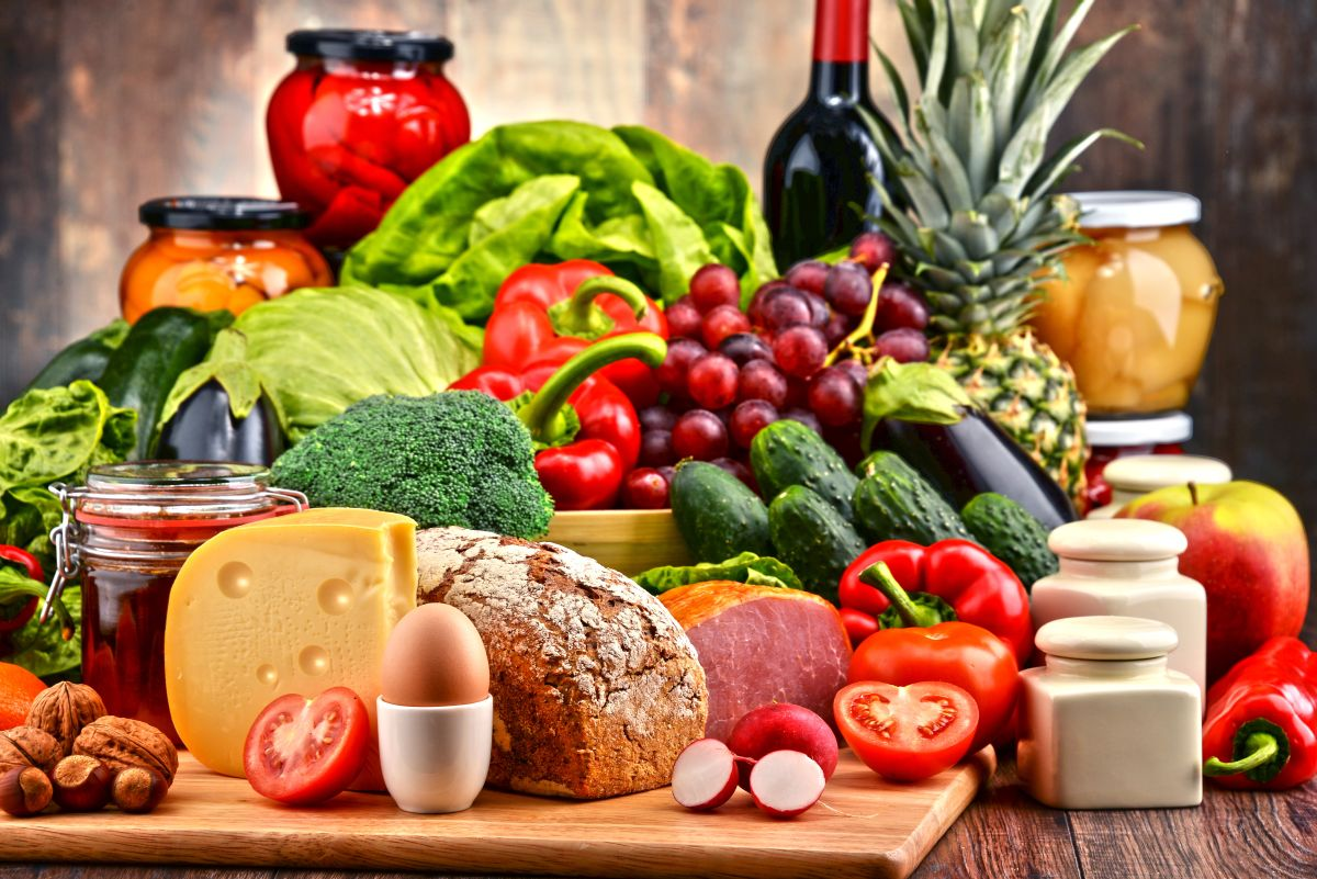 Variety,Of,Organic,Food,Including,Vegetables,Fruit,Bread,Dairy,And