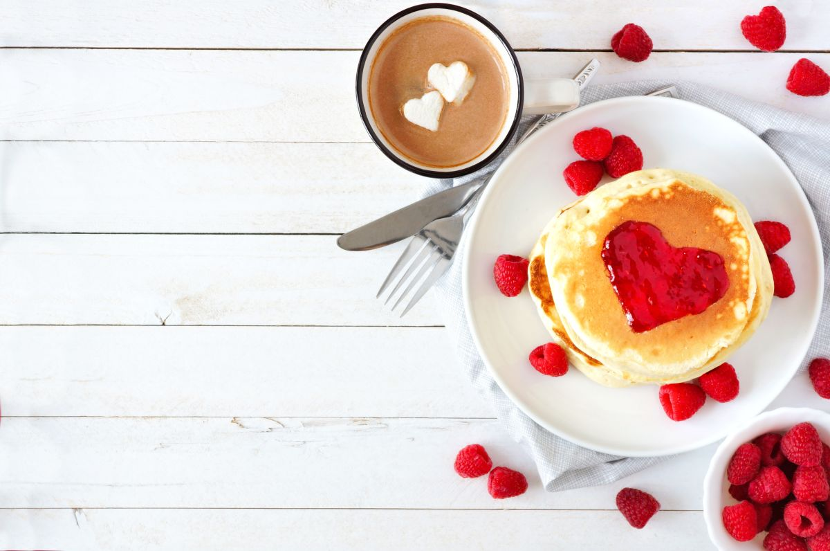 Pancakes,With,Jam,In,Shape,Of,Heart,,Hot,Chocolate,And