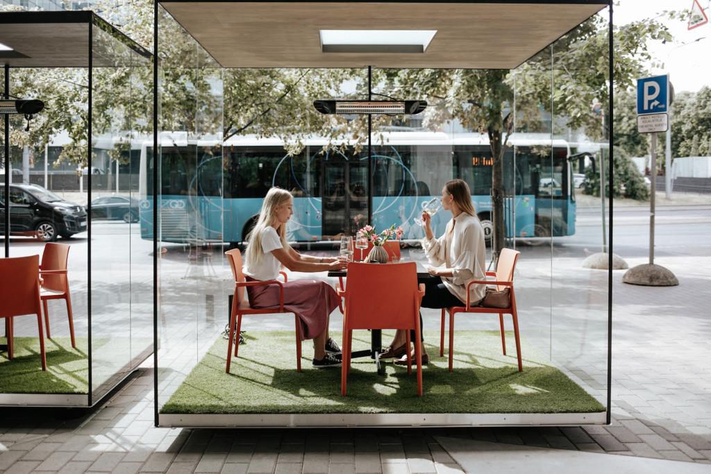 NOHO ON VALMIS I Tallinnas avatakse esimene koroonakindlate klaastarudega restoran